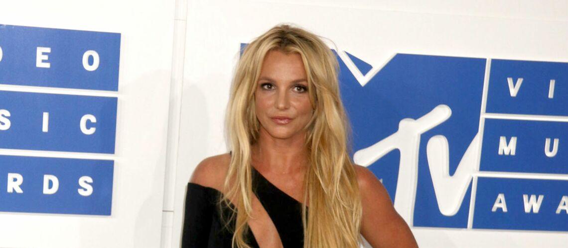 PHOTO – Britney Spears officialise sa relation avec un séduisant mannequin
