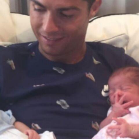 PHOTOS – Cristiano Ronaldo nous présente ses jumeaux, Paris Hilton sexy en porte-jarretelles et bas résille, Serena Williams enceinte et glamour… Hot, insolite ou drôle, la semaine des stars en images