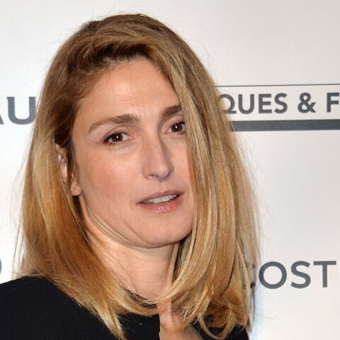 PHOTO – Julie Gayet incognito ou presque à une manifestation anti FN