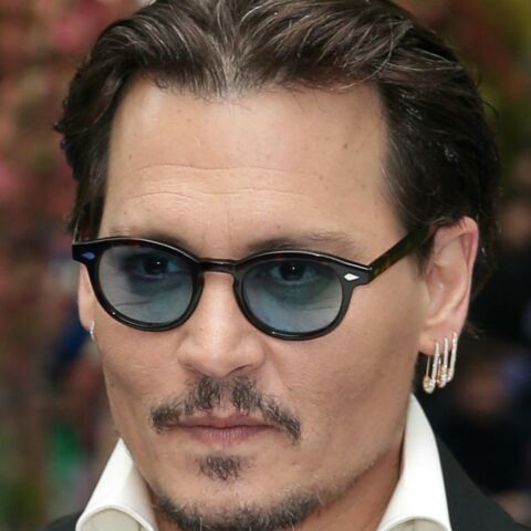 Johnny Depp obligé d'utiliser une oreillette sur les tournages