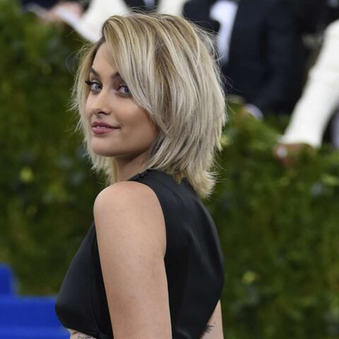 PHOTOS – Paris Jackson: elle ose le décolleté inversé sur le tapis rouge du Met Gala