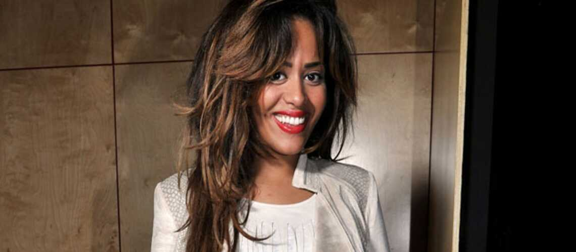 vid o amel bent une ronde en forme gala. Black Bedroom Furniture Sets. Home Design Ideas