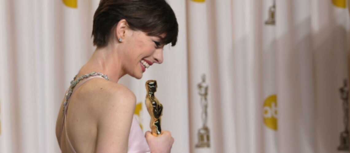 anne_hathaway_ses_excuses_a_valentino