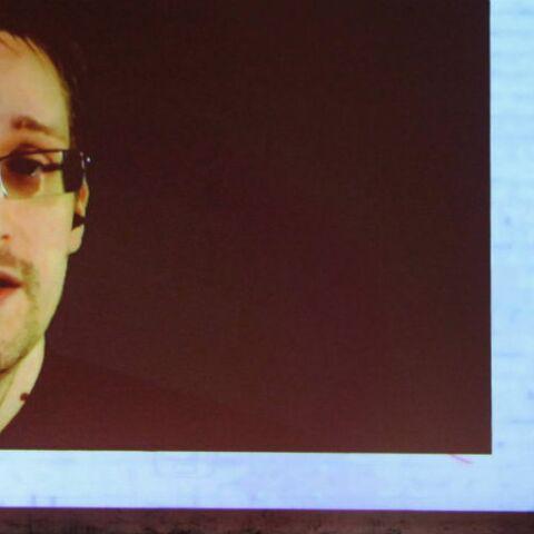Edward Snowden poursuit sa romance avec Lindsay Mills en Russie