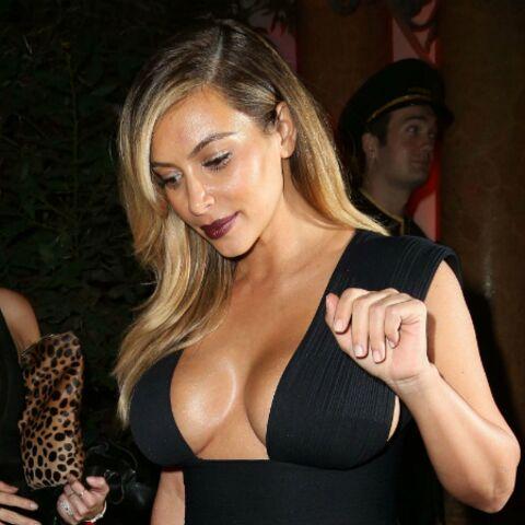Photos- Kim Kardashian à Paris: cachez ces seins!