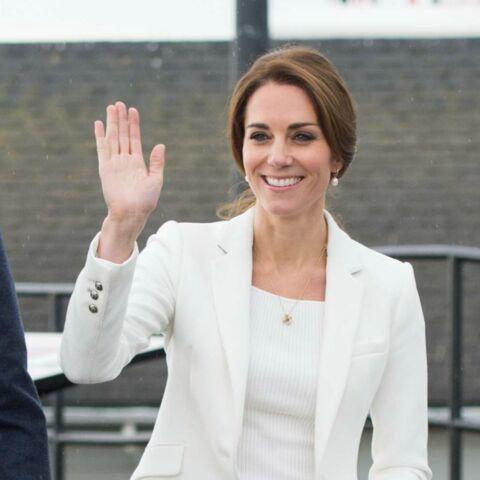 PHOTOS – Kate Middleton en blazer et jean Zara, cool et élégante avant son retour à Londres