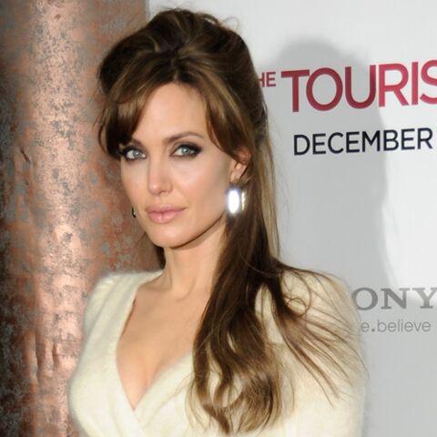 Angelina Jolie, en Atelier Versace pour ses noces