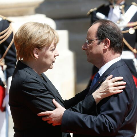Video – Une romance Hollande/Merkel à la télé allemande