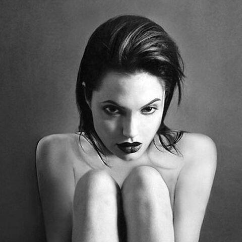 Angelina Jolie: des clichés sexy mis en vente