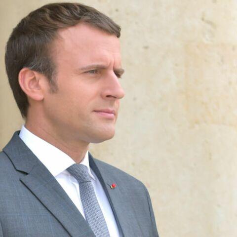 Emmanuel Macron, gêné mais souriant que des enfants lui posent des questions sur Brigitte