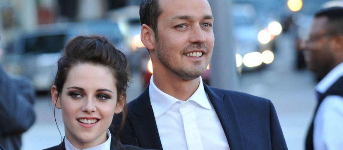 Le réalisateur avec lequel Kristen Stewart a trompé Robert Pattinson brise le silence