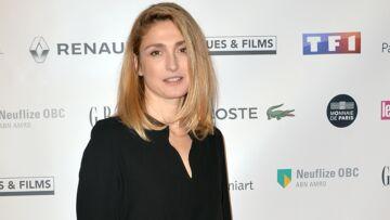 PHOTOS – Julie Gayet, super élégante, en petite robe noire aux Trophées du film français