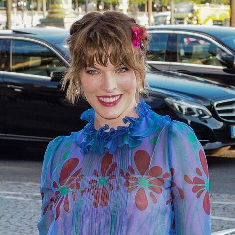 PHOTOS – Milla Jovovich: nouvelle coupe pour l'actrice, méconnaissable au défilé Miu Miu