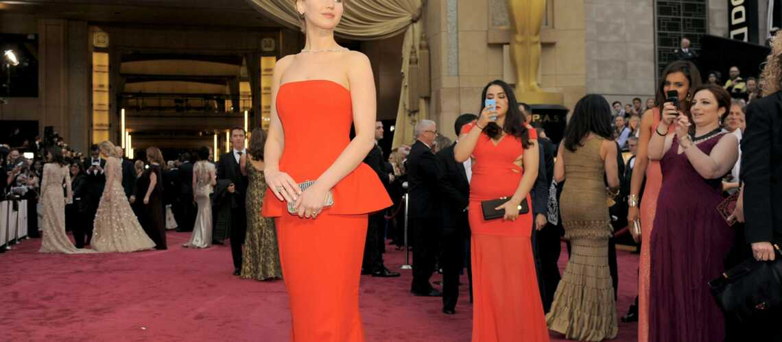 Jennifer Lawrence: de l'art de chuter sur le tapis rouge