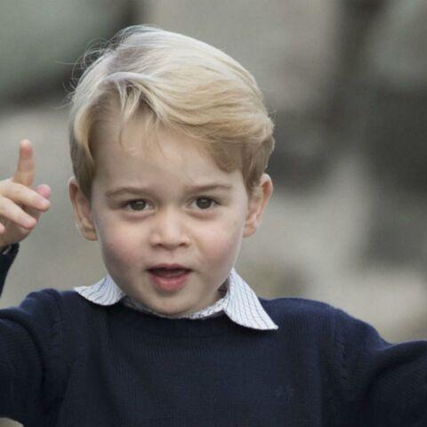 PHOTOS – Baby George, hilarant, n'en fait qu'à sa tête