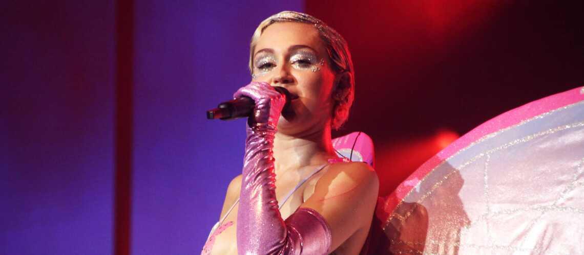 """Miley Cyrus presque nue pour """"W Magazine"""""""