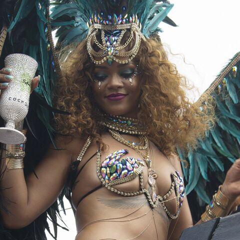 Photos- Rihanna: son truc en plumes