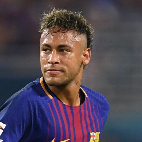 Neymar, très ému, adresse un message à son père qui ne voulait pas qu'il signe au PSG