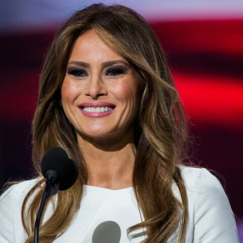 PHOTO – Melania Trump : maquillage nude, brushing glamour et polémique pour son portrait officiel à la Maison-Blanche