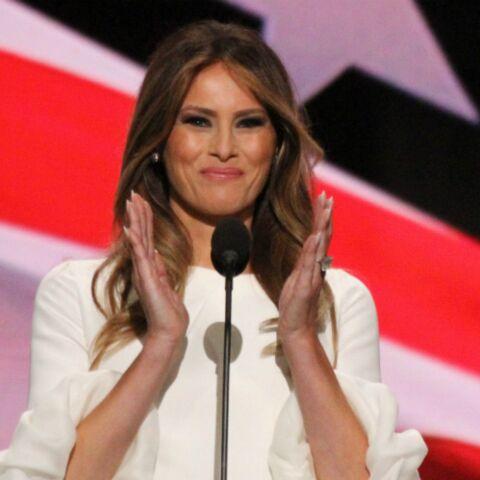 """PHOTO – Le portrait officiel de Melania Trump dévoilé: la first lady est-elle """"déprimante"""" ou """"superbe""""?"""