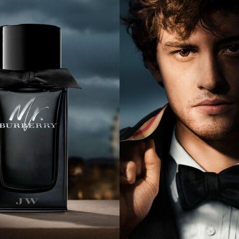 Josh Whitehouse devient l'égérie du parfum Mr.Burberry