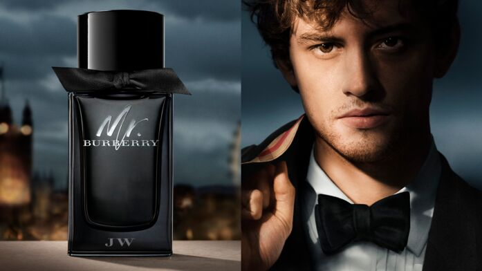 ... ambassadeur Boss Bottled pour Hugo Boss. Une égérie du tonnerre ! Chris  Hemsworth. Josh Whitehouse devient l égérie du parfum Mr.Burberry 1714744b04a1
