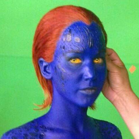 Jennifer Lawrence, nue comme un ver… bleu