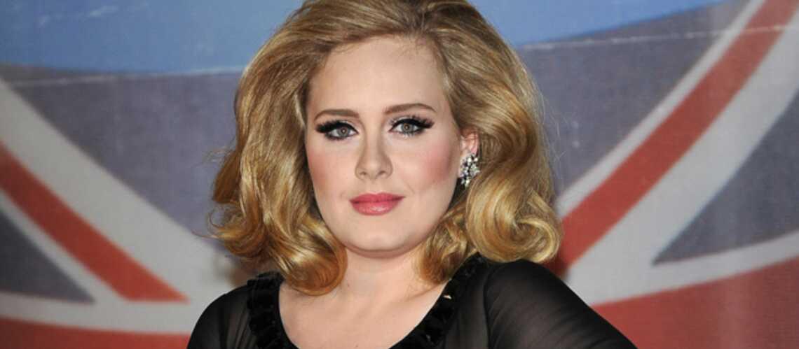Adele décorée par Elisabeth II