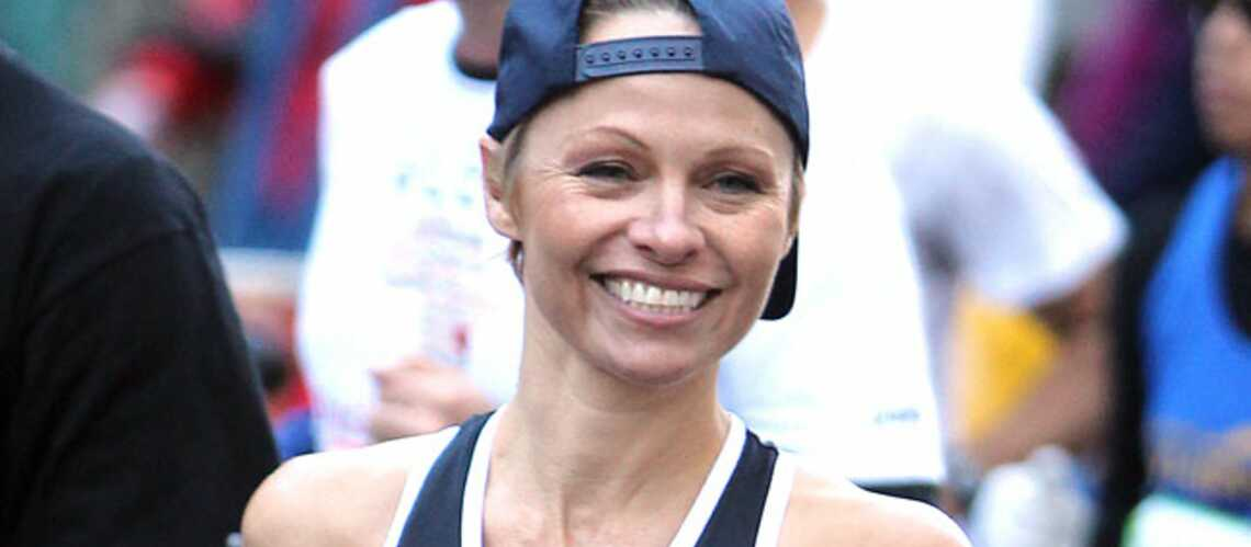 Pamela Anderson étrenne sa nouvelle coupe au marathon de New York