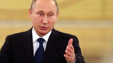 Vladimir Poutine, Angela Merkel et le Pape sont sur un podium…