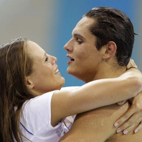 Laure Manaudou retient ses larmes à la victoire de son frère Florent