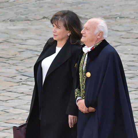 Photos – Anne Sinclair et Pierre Nora aux obsèques d'Alain Decaux