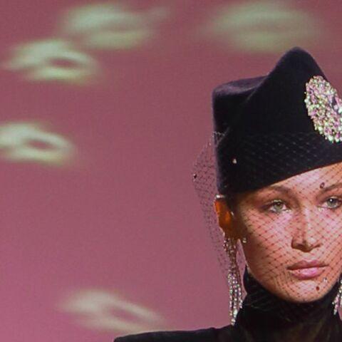 PHOTOS – Bella Hadid seins nus à la Fashion Week de Paris, le top model fait monter la température