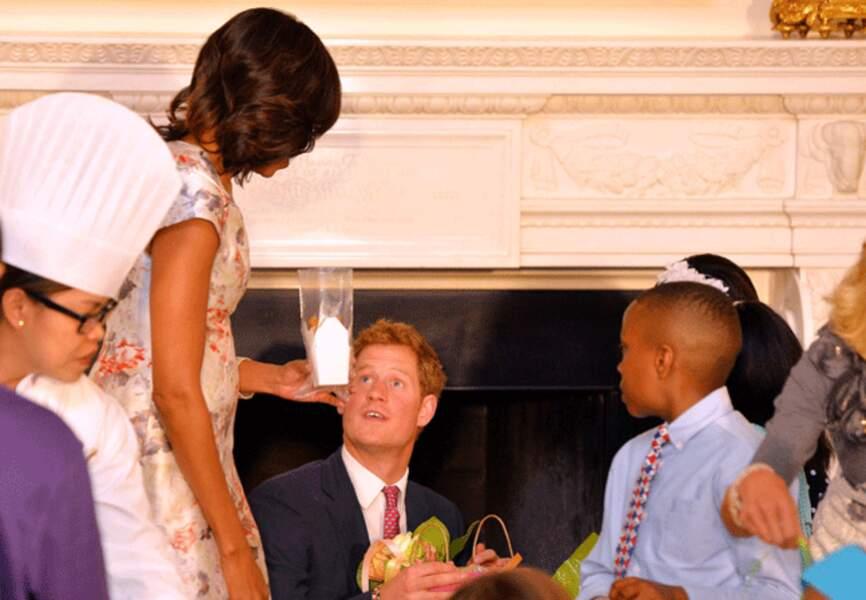 Le prince Harry aux anges avec les enfants