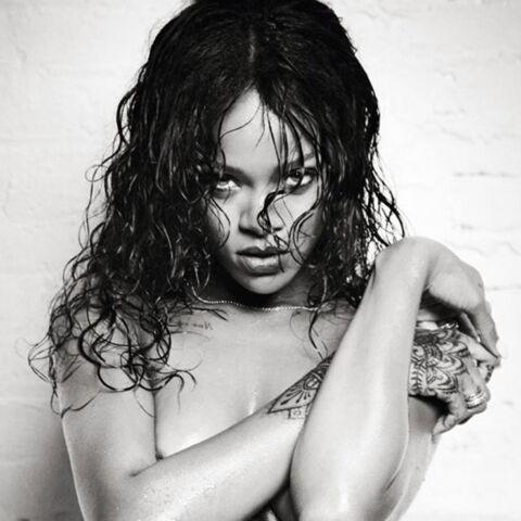 Rihanna de retour, dénudée… et mouillée