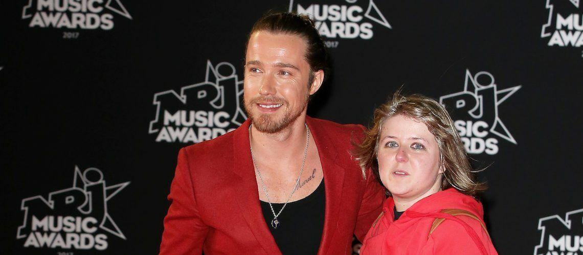 VIDEO –  Quand Julien Doré invite une fan sur le tapis rouge des NRJ Music Awards