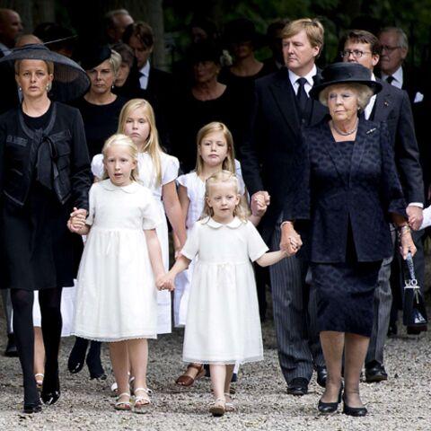 La famille royale des Pays-Bas rend hommage au prince Friso