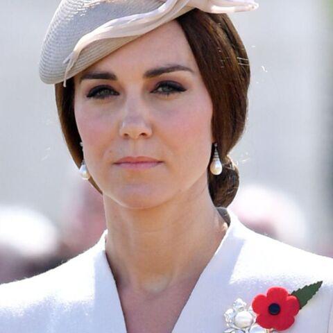 Kate Middleton, sujette à de violentes nausées, a été réconfortée par sa mère Carole Middleton