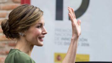 PHOTOS – L'intemporelle élégance de Letizia d'Espage, en robe à cape