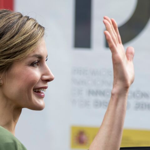 PHOTOS – L'intemporelle élégance de Letizia d'Espage, en robe à cape