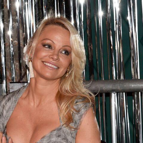 Pamela Anderson serait en couple avec le hacker fondateur de Wikileaks