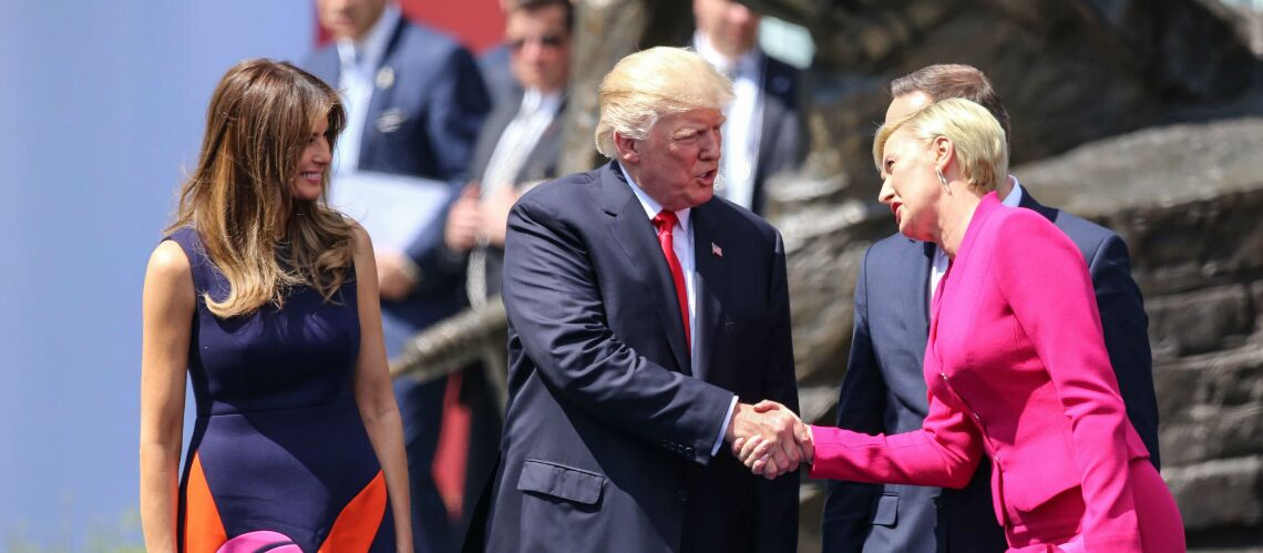 VIDEO – Donald Trump se prend un vent de la première dame polonaise