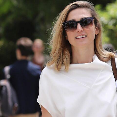 PHOTOS – Julie Gayet: elle arbore une nouvelle coupe de cheveux et un joli balayage à Roland-Garros