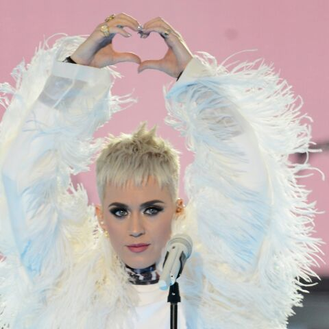 PHOTO – Katy Perry: le visage des 22 victimes des attentats de Manchester sur sa robe au concert hommage