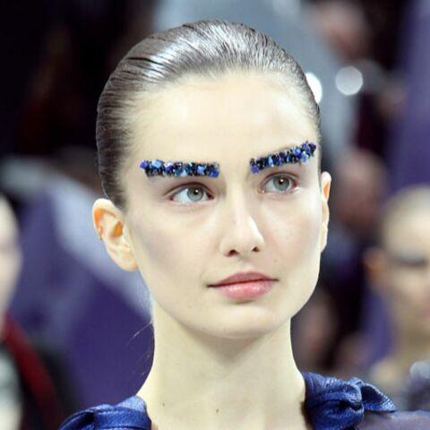 Tendance beauté des défilés – Les sourcils brodés de Chanel