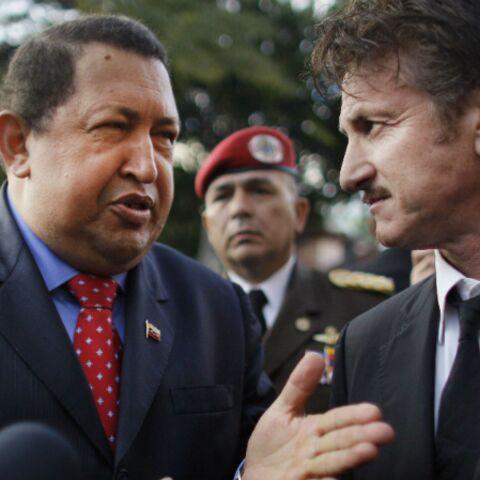 Sean Penn et Oliver Stone saluent la mémoire d'Hugo Chavez