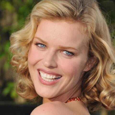 Photos – Eva Herzigova, belle au naturel