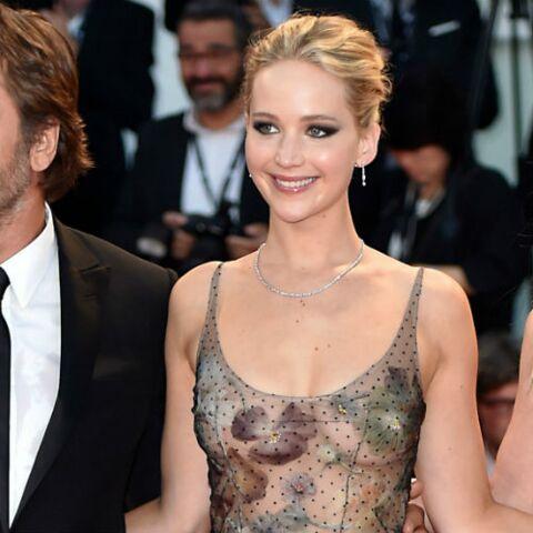 PHOTOS – Jennifer Lawrence, sublime en robe transparente et sans soutien-gorge à Venise