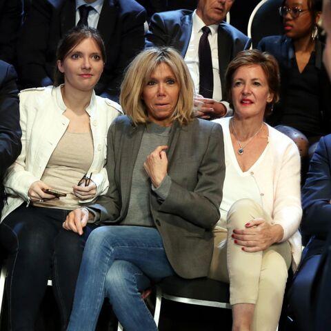 EXCLU GALA Brigitte Macron en retrait: pas de selfies ou de photos, la compagne d'Emmanuel Macron se fait discrète