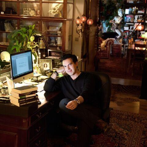 PHOTOS – Maxime Chattam nous ouvre son cabinet de curiosités